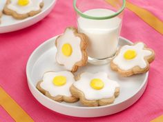 Turn the classic shortbread cookie into a cute treat for kids with these Daisy Shortbread Cookies.