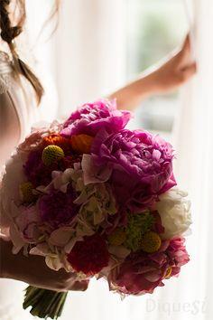 Este es el ramo de una novia feliz el día de su enlace. Esta fotografía le permitirá recordarlo siempre.
