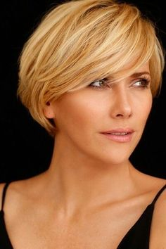 Short Hairstyles For Thick Hair Inspiration 17 Short Hairstyles With Thick Hair Super  Hairstyles For Thick
