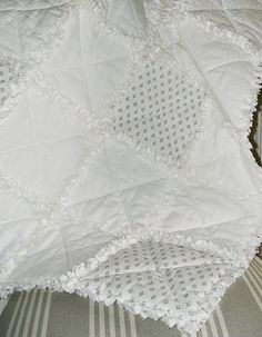 Shabby Chic Inspired: Lumpenlook Rag quilt in whites.