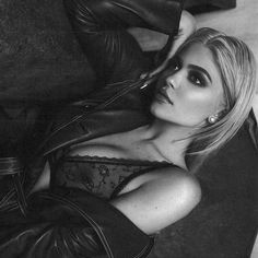 Kylie Jenner's best blond looks you will find too hard to adore. Check out the g. - Kylie Jenner's best blond looks you will find too hard to adore. Check out the gallery on juicygo - Kylie Jenner Daily, Kylie Jenner Fotos, Kendall And Kylie Jenner, Kourtney Kardashian, Kardashian Jenner, Lingerie Photos, Sexy Lingerie, Sensual, Like4like