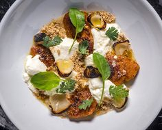 The Chalkboard Mag in NYC: Eater's Kat Odell shares the skinny on the laid-back hipness of NYC's latest farm-to-table joint, Le Turtle...
