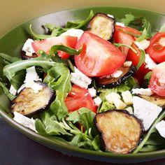 Ensalada de berenjenas y queso Caprese Salad, Cobb Salad, Vegetarian Recipes, Healthy Recipes, Queso Fresco, Soup And Salad, Potato Salad, Salads, Low Carb