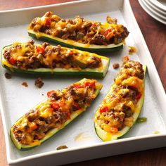 Recipe zucchini stuffed with minced meat with thermomix, spend a good weekend with this dish so easy to cook for moments of pleasure Source Best Zucchini Recipes, Low Carb Recipes, Cooking Recipes, Sausage Recipes, Bake Zucchini, Zucchini Boats, Stuffed Zucchini, Recipe Zucchini, Gourmet