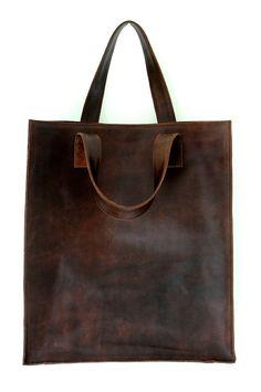Questa borsa è fatto per ordinare da pelle bovina di alta qualità genuina. Semplice, ma la borsa in pelle dallaspetto costoso. Questa borsa può montare documenti, computer portatile, portafoglio, ombrello, piccole case cosmetiche e chiavi. Elegante e spazioso. Scomparto con insde due tasche con zip. Misure: Altezza: 39 cm/15,5 Larghezza: 34 cm/13.5 Profondità: 11 cm/4.5 È disponibile in tutti i colori di pelle mostrato. Interno foderato con la vostra scelta di Batik sta...