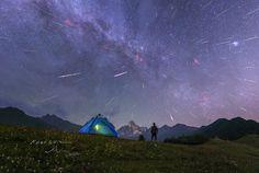 APOD: 2016 December 13 - Meteors over Four Girl Mountains