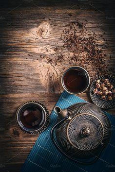 view of asian tea set Top view of asian tea set with iron teapot and small bowls on wooden background Photography Tea, Food Photography Tips, Asian Tea Sets, Zen Tea, Chinese Tea, Tea Art, How To Make Tea, Coffee Cafe, Tea Ceremony