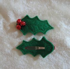 Felt holly clippie