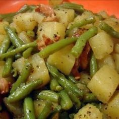 Crockpot Ham, Green Beans and Potatoes @keyingredient #crockpot #chicken Cooking Ham In Crockpot, Crockpot Dishes, Crock Pot Slow Cooker, Slow Cooker Recipes, Cooking Recipes, Slow Cooking, Potatoes Crockpot, Cooking Games, Cooking Light