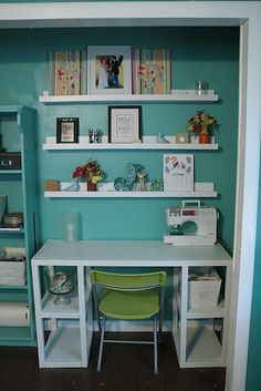 Love the turquoise and white combination.... though I would need a lot more storage space for my fabric.