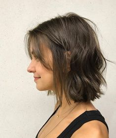 Best Short Wavy Bob Haircuts for 2020 - Long Bob Hairstyles 2019 Wavy Bob Haircuts, Bob Hairstyles For Fine Hair, Short Hairstyles For Women, Haircut Short, Hairstyles Haircuts, Short Bob Bangs, Hairstyle For Medium Length Hair, Oval Face Haircuts, Short Undercut