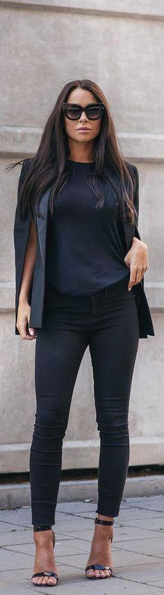 e96109877 Black Cape / Fashion By Johanna Olsson Ropa Ejecutiva, Moda Para Damas,  Ropa De