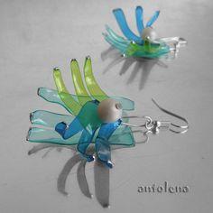 trojlístky Tříbarevné, lehké, autorské náušPETky zdobené voskovým korálkem a stříbrnými tečkami. Náušnice jsou dlouhé 3,5 cm bez afroháčku.
