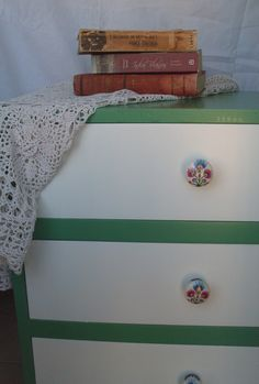 CAJONERA PINTADA A MANO - Hand painted drawers. Green hope