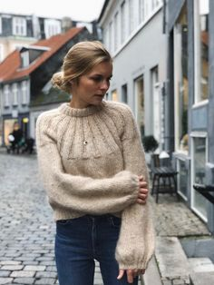 Oct 2019 - Discover the most beautiful free knitting patterns for Autumn including knitwear, chunky blankets, foxes, squirrels & more. Find our favourite patterns to buy too Sweater Knitting Patterns, Free Knitting, Pull Mohair, Raglan Pullover, Fall Capsule Wardrobe, Knit In The Round, Stockinette, Old Women, Knitwear