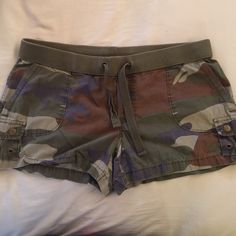 "Camo Shorts Camo cargo shorts. Gently worn. Super soft 100% cotton. Inseam is 3.5"". Soft ribbed waistband. Functional drawstring. London Jean Shorts Cargos"