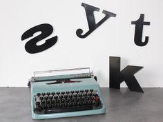 Machine à écrire Olivetti Lettera 22, couleur bleue vintage