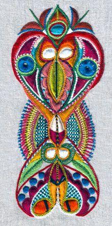 #embroidery #@Af's 22/4/13 La broderie a fait son apparition en Bretagne à partir du 19ème siècle. Divisé à l'époque en évêchés, le pays voit naître différentes modes vestimentaires, différentes broderies.  http://www.ecoledebroderie.com/