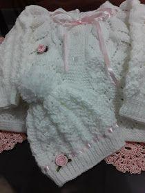 TRICODAVANDA: Casaquinho de bebe em trico com receita Crochet Bebe, Baby Knitting Patterns, Bandanas, Fashion, Crochet Baby Boots, Knit Baby Sweaters, Crochet Baby Dresses, Crochet Baby Girls, Crochet Patterns Baby