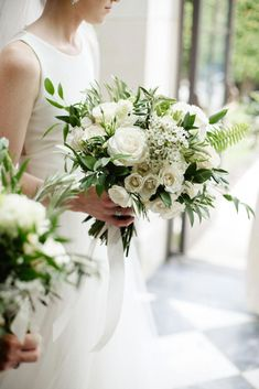 Are you thinking about having your wedding by the beach? Are you wondering the best beach wedding flowers to celebrate your union? Here are some of the best ideas for beach wedding flowers you should consider. All White Wedding, White Wedding Bouquets, Bride Bouquets, Flower Bouquet Wedding, Bridesmaid Bouquet, Floral Wedding, Flower Bouquets, White Flowers Bouquet, Modern Wedding Flowers