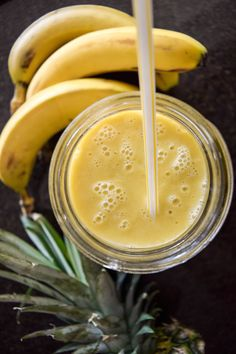 The pineapple-mango protein smoothie [recipes] Protein Smoothie Recipes, Smoothie Diet, Smoothies, Dog Recipes, Healthy Recipes, Healthy Food, Crunch, Healthy Living Quotes, Gourmet