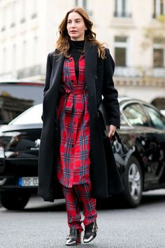 Checks in excess:  shirt dress and matching trousers in red/blue plaid ...  (image from fashionising)