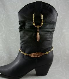 Anklet Jewelry Feather Boot Jewelry - Some of our new boot jewelry in the feathers for the cowboy festival. Bota Country, Estilo Country, Boot Jewelry, Western Jewelry, Anklet Jewelry, Jewellery, Boot Bracelet, Ankle Bracelets, Cowgirl Chic