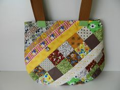 Bolsa Patchwork Verde e Marrom Pot Holders, Green And Brown, Handmade Products, Quilts, Shabby Chic, Purse, Scrappy Quilts, Hot Pads, Potholders