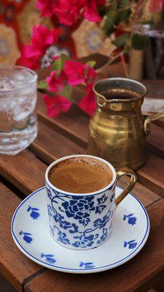 Coffee Puns, Coffee Art, Coffee Drinks, Turkish Breakfast, Breakfast Plate, Chocolate Pots, Chocolate Coffee, I Love Coffee, Best Coffee