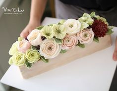Matcha cake + matcha buttercream  Made by_Vivi . . .  Vivi cake www.vivi-cake.com . . . #플라워케이크 #버터크림플라워케이크 #비비케이크 #flowercake #koreanflowercake #korea #seoul #dessert #koreastyleflowercake #buttercreamflowercake #koreaflowercake #vivicake #wilton #cake #baking #cakedecoration #design #花 #蛋糕 #掺糖奶油 #奶油 #奶皮 #花蛋糕 #家用模具 #비비케이크 vivicakeclass@gmail.com