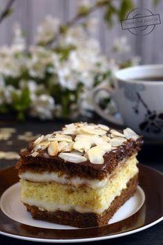 Królewiec?? Nie! Kawowiec;) Przepis na ciasto ze starego zeszytu mojej Mamy. Uwielbiam je!:) Kiedy tylko nauczyłam się piec, było to jedno z najczęściej przygotowywanych przeze mnie ciast. Raz, że smakuje bardzo dobrze, a dwa, że nie wymaga użycia żadnych niespotykanych składników (kawa zaw Polish Recipes, Tiramisu, Tea Time, French Toast, Food And Drink, Sweets, Cooking, Breakfast, Cake