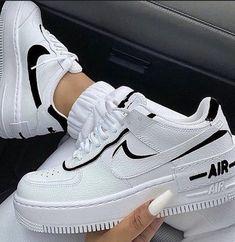 Jordan Shoes Girls, Girls Shoes, Souliers Nike, Cute Nike Shoes, Pink Nike Shoes, Cute Nike Outfits, Nike Shoes Outfits, Nike Dress Shoes, Retro Nike Shoes
