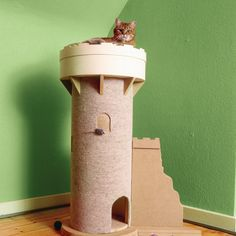 Let your feline go feudal with a medieval tower made out of MDF that doubles as a place to play and sleep. Diy Cat Tower, Cat Castle, Handyman Magazine, Cat Diet, Cat Years, Cat Towers, Cat Stands, Cat Room, Cat Condo
