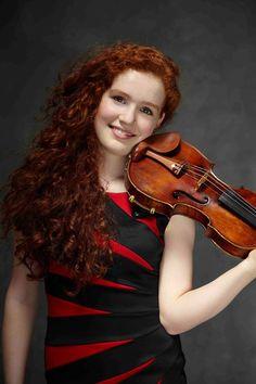 Portrait de la violoniste et violoncelliste Camille Berthollet dans le cadre de sa nomination aux Victoires de la Musique Classique 2016.