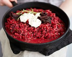 Upean punainen punajuuririsotto on herkullista sellaisenaan ja lisukkeena. Love Beets, Raw Beets, Whole Food Recipes, Soup Recipes, Vegan Recipes, Basil Pesto Pasta, Borscht Soup, Vegan Nutrition, Date Dinner