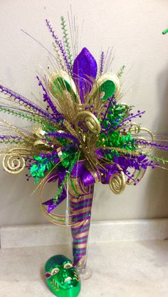 Example of a DO NOT LIKE centerpiece - too Christmas Mardi Gras!
