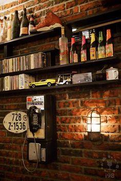 WooTP 窩台北, Lounge Bar in Taipei.  牆壁裝飾也非常有味道  【i98愛酒吧】提醒您《酒後不開車 安全有保障》