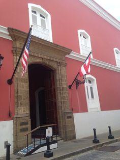 Oficina de administracion de Fortaleza (10:17am) segun el reglamento las banderas están correctamente.