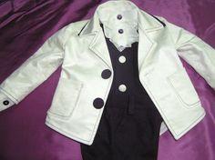 Catifeaua  interpretata astfel.Velvet Velvet, Blazer, Coat, Jackets, Clothes, Women, Fashion, Down Jackets, Outfits