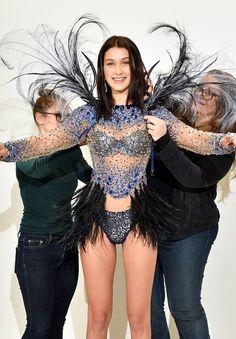 Bella Hadid no fitting do desfile da Victoria's Secret (Foto: Reprodução)