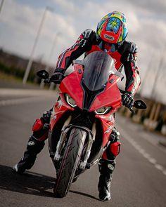 Motorcycle Suit, Motorcycle Racers, Street Bikes, Road Bikes, Triumph Motorbikes, Gp Moto, Yamaha Bikes, Bmw S1000rr, Super Bikes