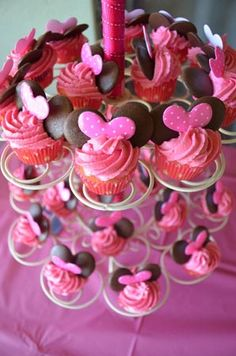 Minnie Mouse Party- too too cute for a little girl! I want someone to do this so bad