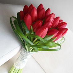 Send Flowers for Girlfriend Online Tulip Bouquet Wedding, Bride Bouquets, Rose Bouquet, Floral Bouquets, Wedding Flowers, Flowers For Girlfriend, Beautiful Roses, Beautiful Flowers, Red Tulips