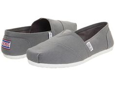 >>>TOMS shoes OFF! >>>Visit>> So I know we talked about not toms but I think it would be cute for everyone to be wearing bobs? Toms Canvas Shoes, Cheap Toms Shoes, Toms Shoes Wedges, Toms Shoes Outlet, Uggs Outlet, White Sneakers, Shoes Sneakers, Sneakers Style, Sneakers Adidas