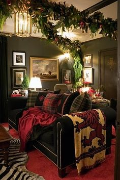 Elegant English country living room ideas for your home. English cottage interior design suggestions and inspiration. Tartan Christmas, Christmas Home, English Christmas, Christmas Greenery, Country Christmas, Merry Christmas, Christmas Swags, Christmas Foods, Christmas Kitchen
