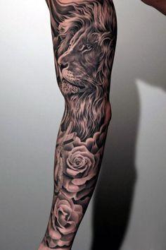 tatuaże męskie lew i róże na ręce