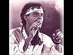 Cazuza- Ideologia  www.e-biografias.net/cazuza/ Biografia de Cazuza. Cazuza (1958-1990) foi um cantor e compositor brasileiro, considerado um dos maiores ídolos da gera... Resumo da vida de Cazuza.Cazuza (Agenor de Miranda Araújo Neto) (1958-1990) nasceu no Rio de Janeiro, no dia 04 de abril de 1958. Filho de João Araújo, produtor fonográfico e da cantora Lucinha Araújo, cresceu no meio artístico convivendo com grades cantores da Musica Popular Brasileira.  Cazuza .