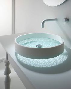 bathroom glass bottomed sink This futuristic sink you've never seen before. As usual sink design that takes form of sharing, ranging from basin bowl round, Lavabo Design, Sink Design, Bath Design, Washbasin Design, Glass Basin, Glass Bowl Sink, Glass Vessel, Chic Bathrooms, Dream Bathrooms