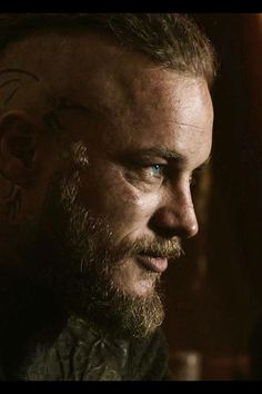 Travis Fimmel (Ragnar in Vikings)