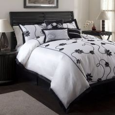Shop for Lush Decor 'Milione Fiori' Full-size Comforter Set - Black/White. Get free delivery On EVERYTHING* Overstock - Your Online Fashion Bedding Store! King Comforter Sets, Bedding Sets, Kohls Bedding, California King, Weighted Comforter, How To Clean Pillows, Lush, White Bedding, Floral Comforter